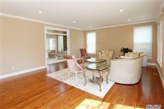 spacious six bedroom Colonial mansions