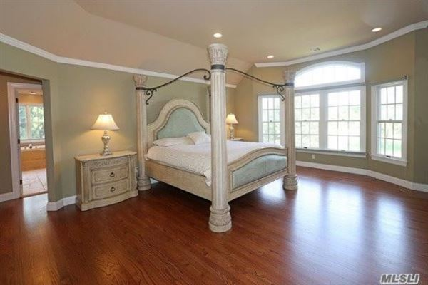 Luxury homes in spacious six bedroom Colonial