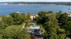 Luxury homes Magnificent water view contemporary