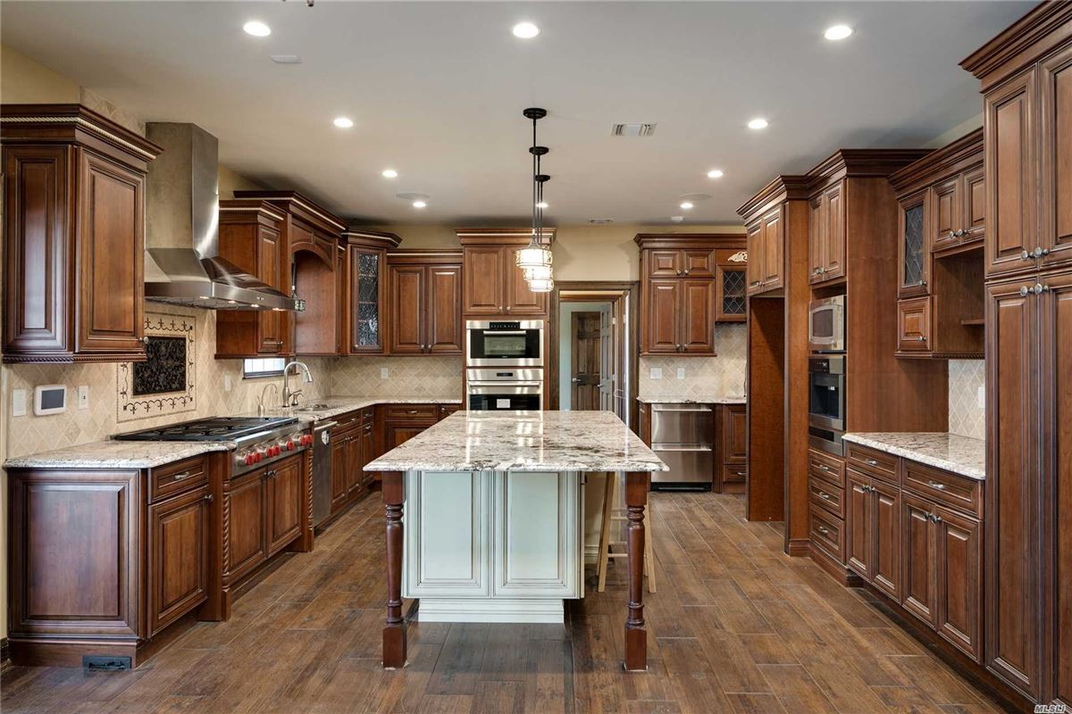 Luxury homes Tastefully designed with a gracious flow for entertaining