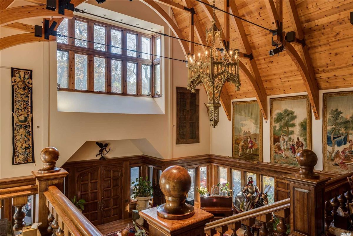 Sassafras in Lloyd Neck mansions