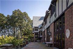Mansions in Sassafras in Lloyd Neck