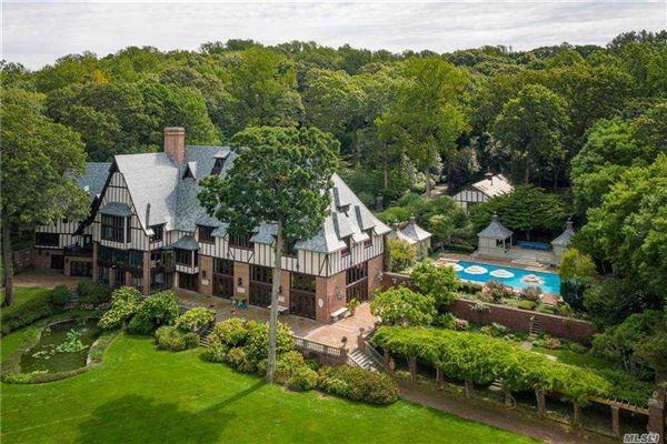 Sassafras in Lloyd Neck luxury homes