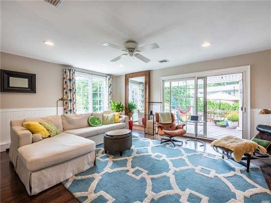 Luxury real estate Stunning Plandome Manor home