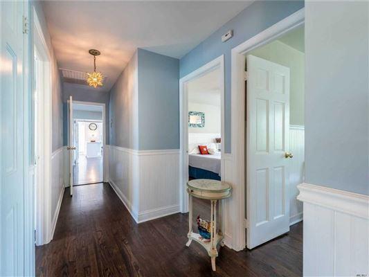 Luxury properties Stunning Plandome Manor home