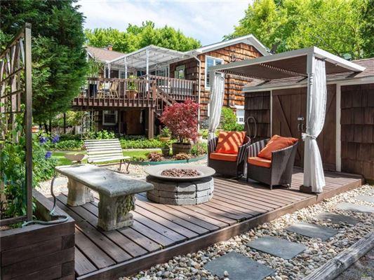 Stunning Plandome Manor home  luxury real estate
