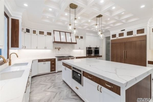 Mansions dazzling brand new construction
