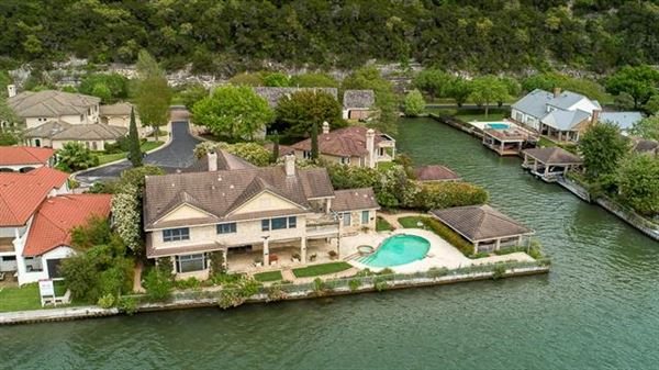 opportunity in Austins ultra-exclusive Watersedge luxury properties
