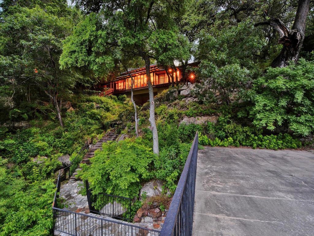 iconic Lake Austin waterfront luxury homes