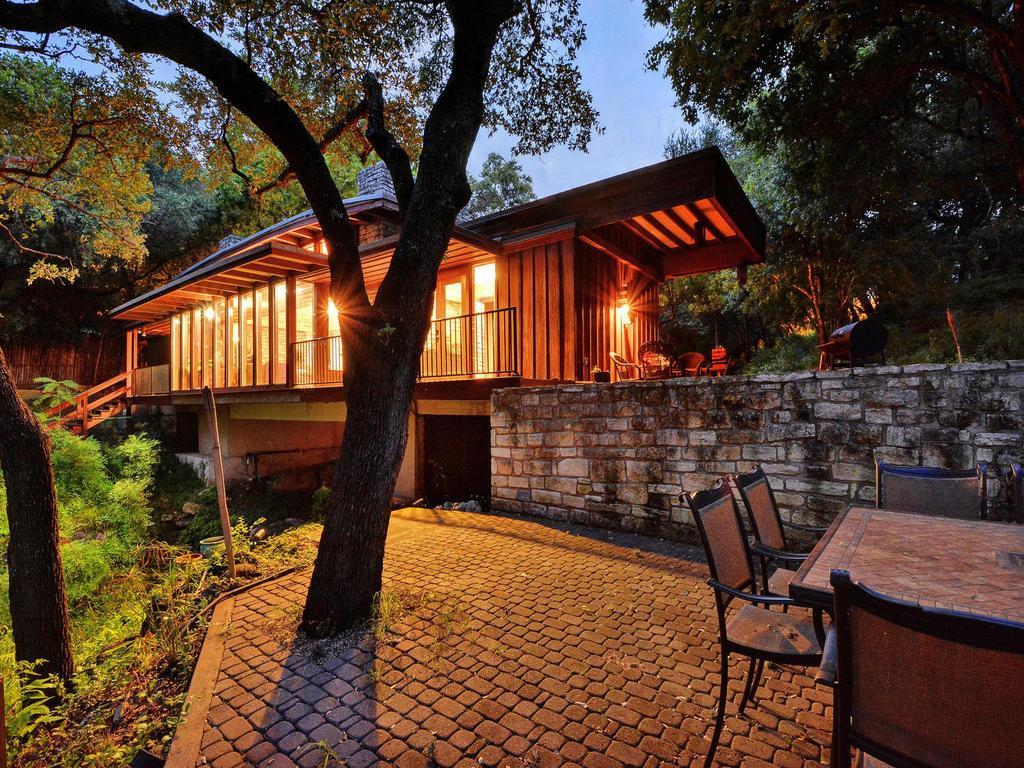 iconic Lake Austin waterfront mansions
