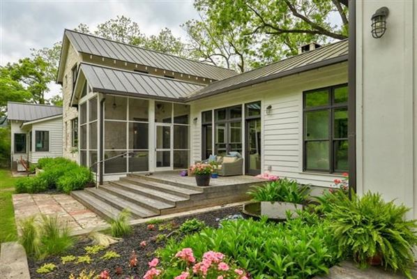 Modern farmhouse retreat luxury real estate