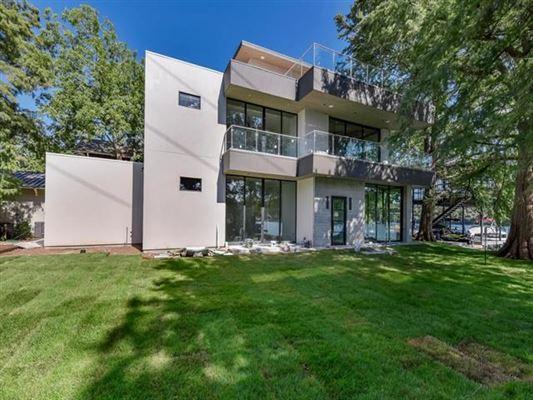 Luxury properties New Modern Waterfront Estate in Austin