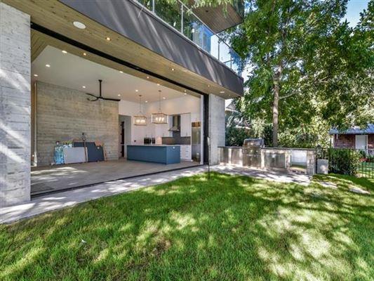 New Modern Waterfront Estate in Austin luxury properties