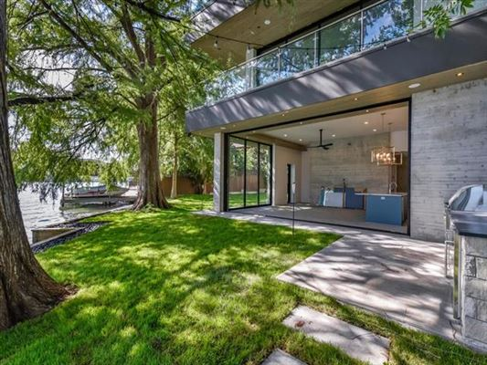 Mansions New Modern Waterfront Estate in Austin