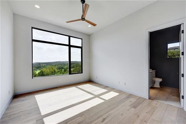 Luxury homes in stunning hill country and golf course views