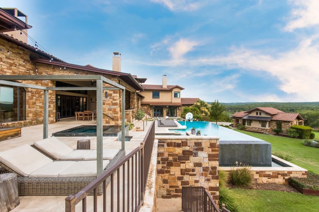 Luxury homes in Spanish Oaks estate