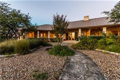 Luxury homes in AMAZING Lake Travis views