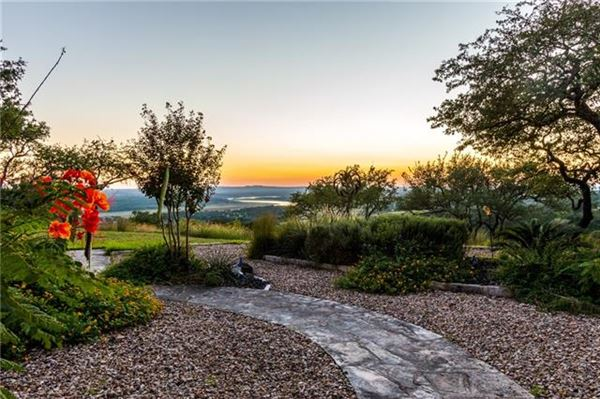 AMAZING Lake Travis views luxury properties