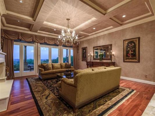 Private, gated 4.7 acre estate in austin luxury properties