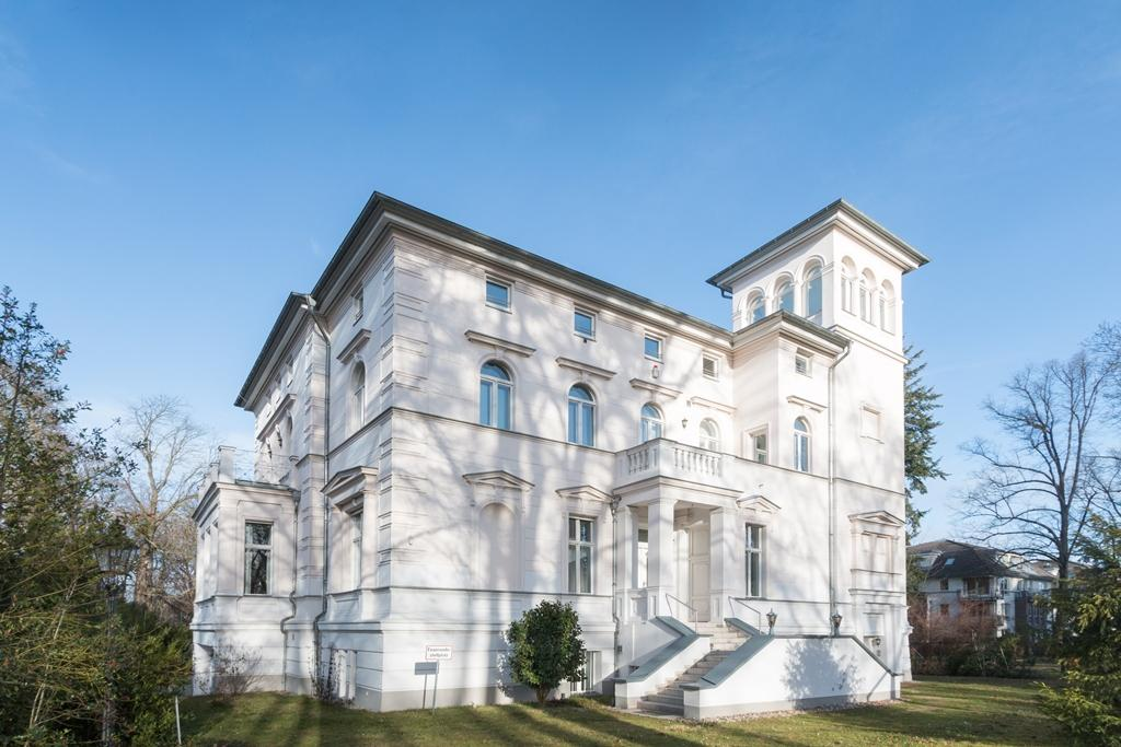 MAGNIFICENT WILHELMINIAN STYLE VILLA NEAR BERLIN luxury homes