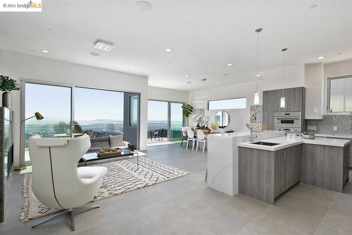 Stunning new construction with amazing views luxury homes