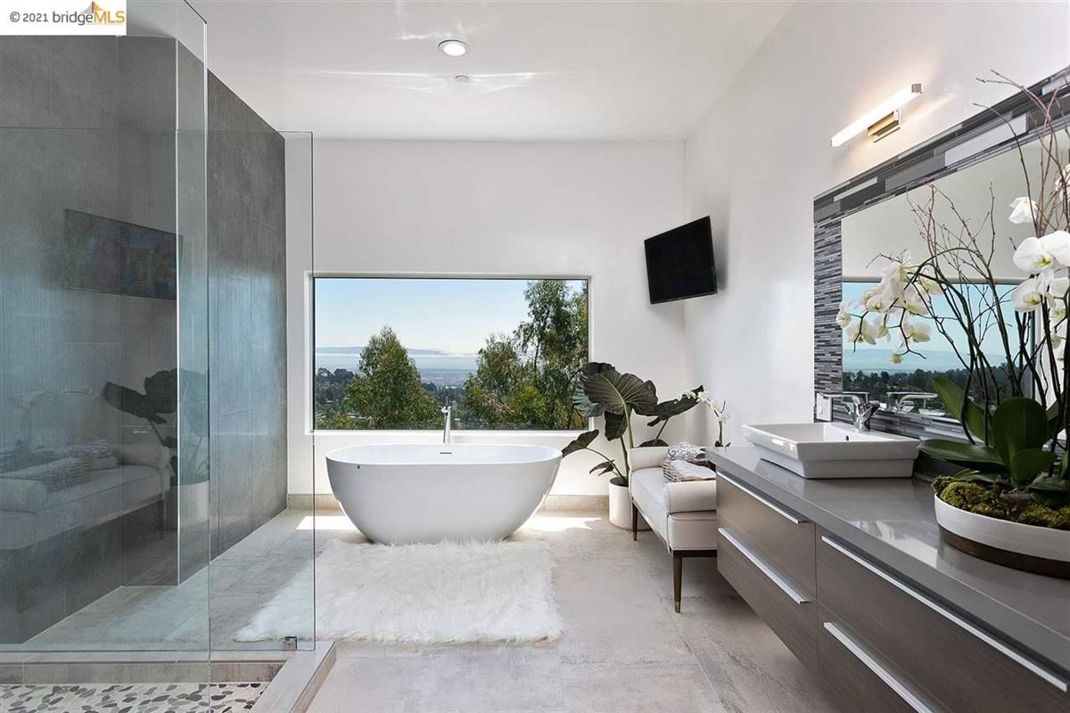 Luxury properties Stunning new construction with amazing views