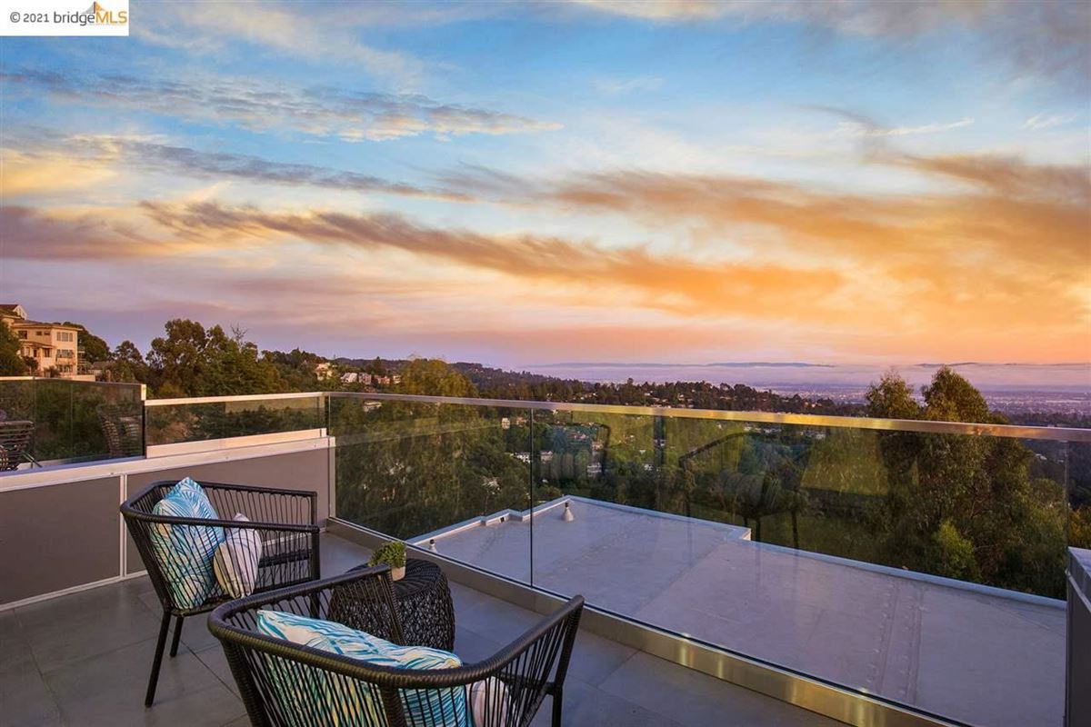 Luxury homes Stunning new construction with amazing views