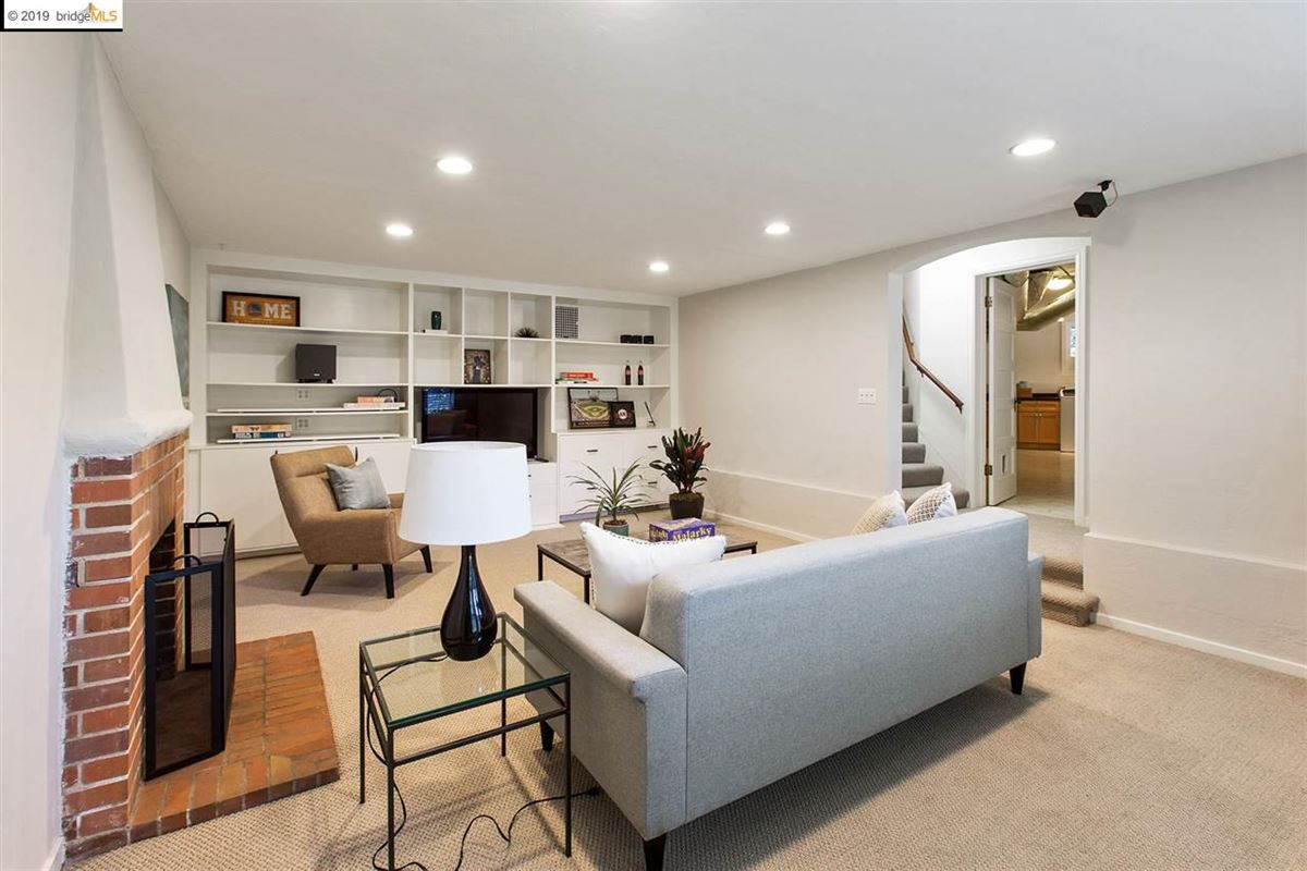 Mansions in  impeccably updated home