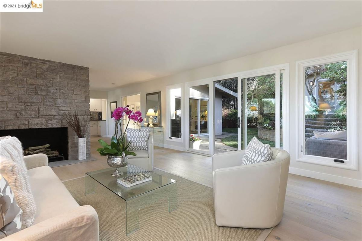 Luxury homes Nestled into the Upper Rockridge hills