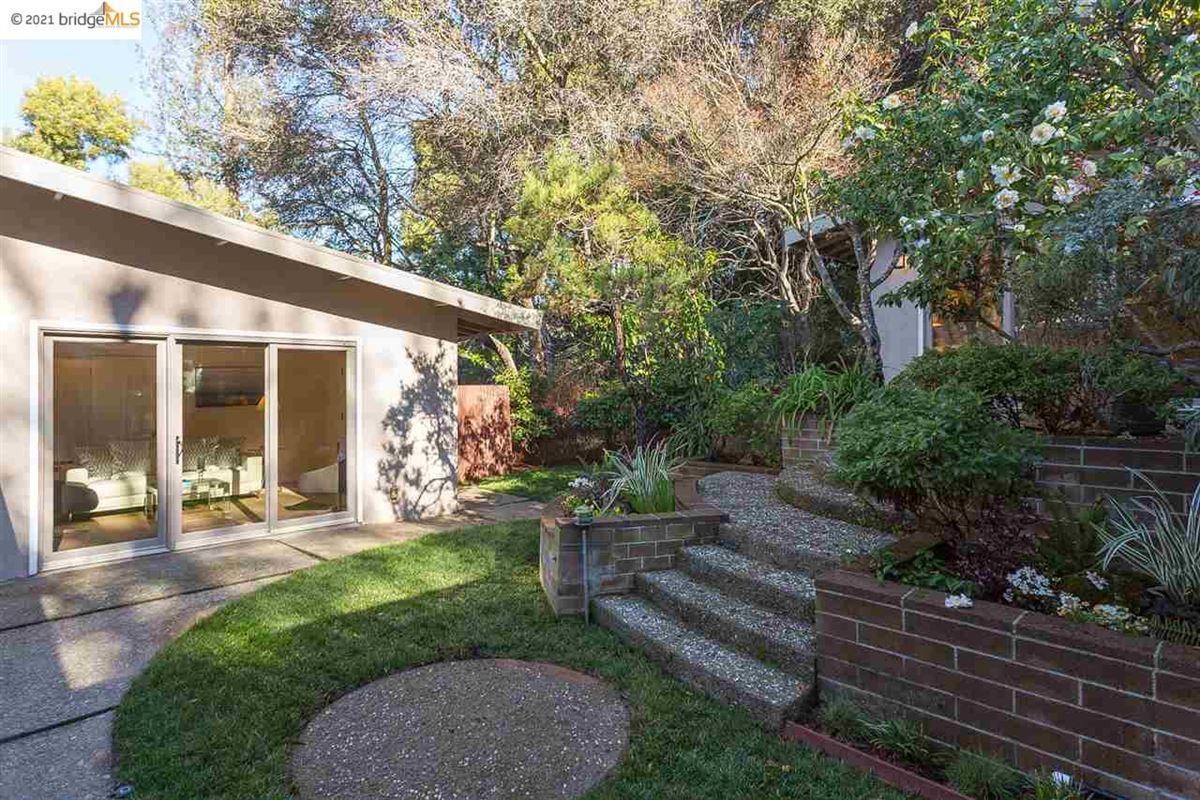 Luxury homes in Nestled into the Upper Rockridge hills