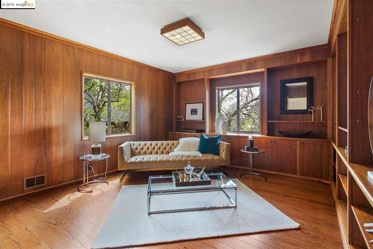 Mansions in Exceptional Mid-Century Jewel