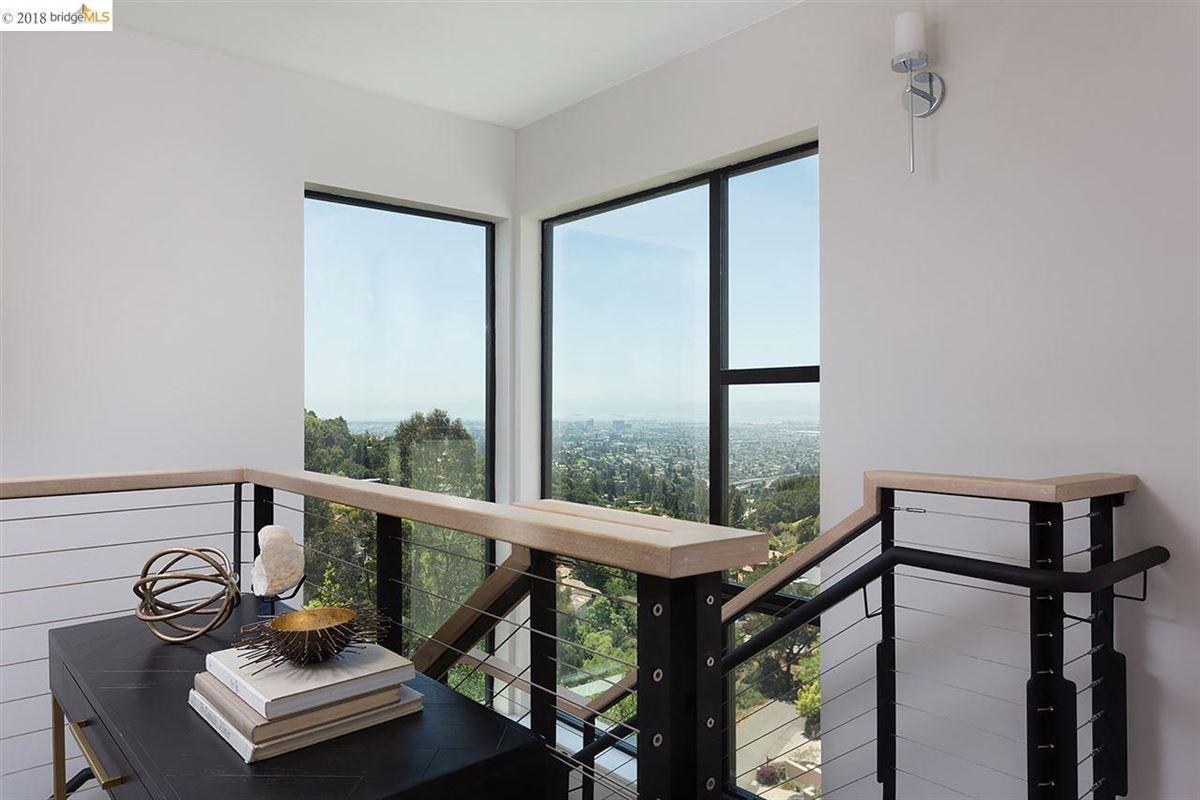 Luxury homes Stunning ultra-modern new construction house