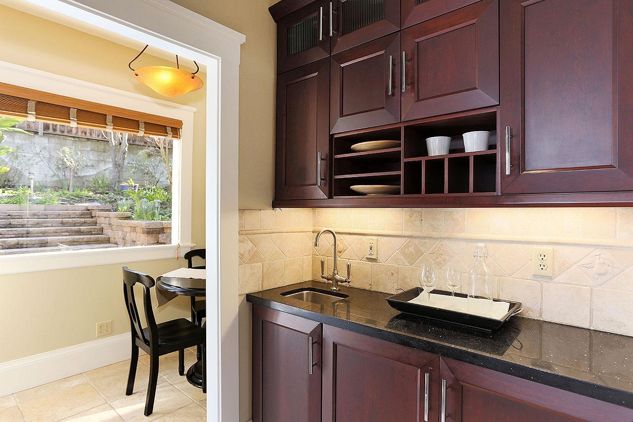 Luxury properties Lovely Crocker Highlands Traditional