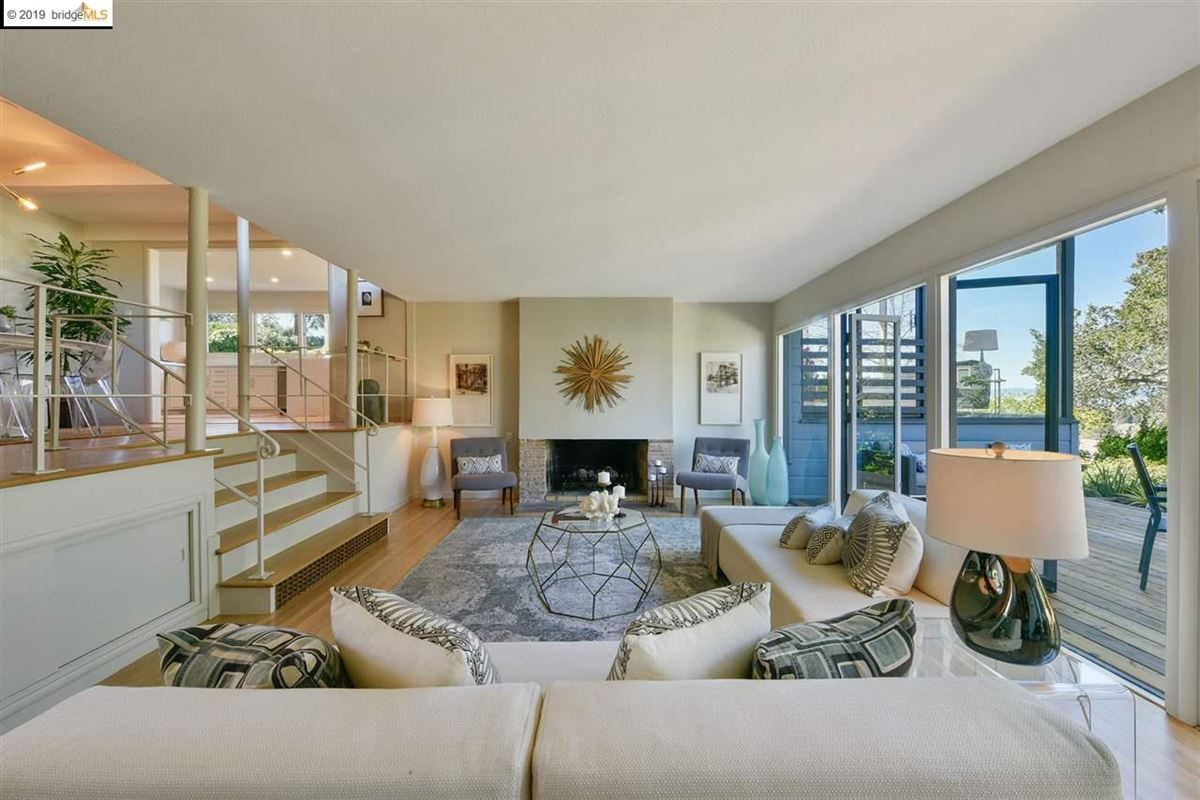Luxury homes highly stylized, Mid-Century Modern