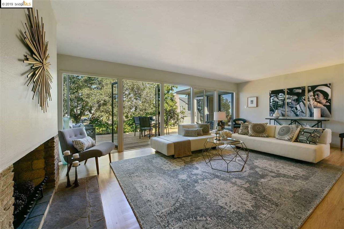 highly stylized, Mid-Century Modern luxury homes