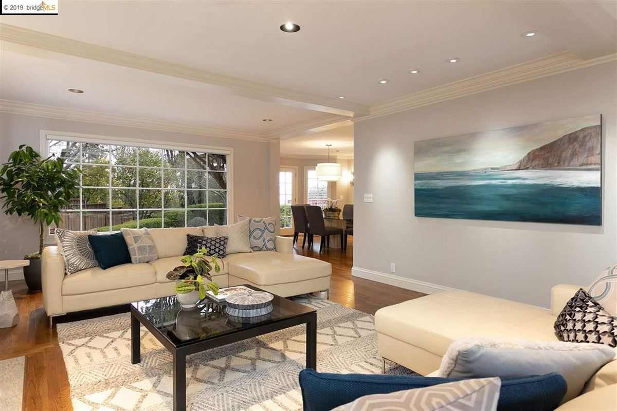 a perfect balance of grand scale, elegant finishes and modern amenities luxury homes