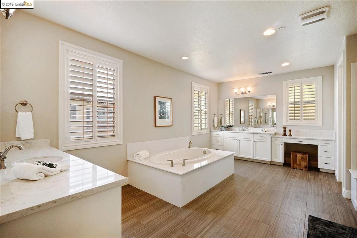 Mansions in elegant home in esteemed Alamo Creek