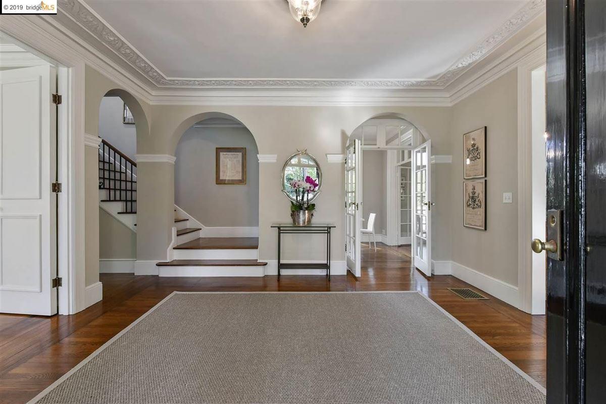 Luxury homes Stunning Albert Farr traditional home