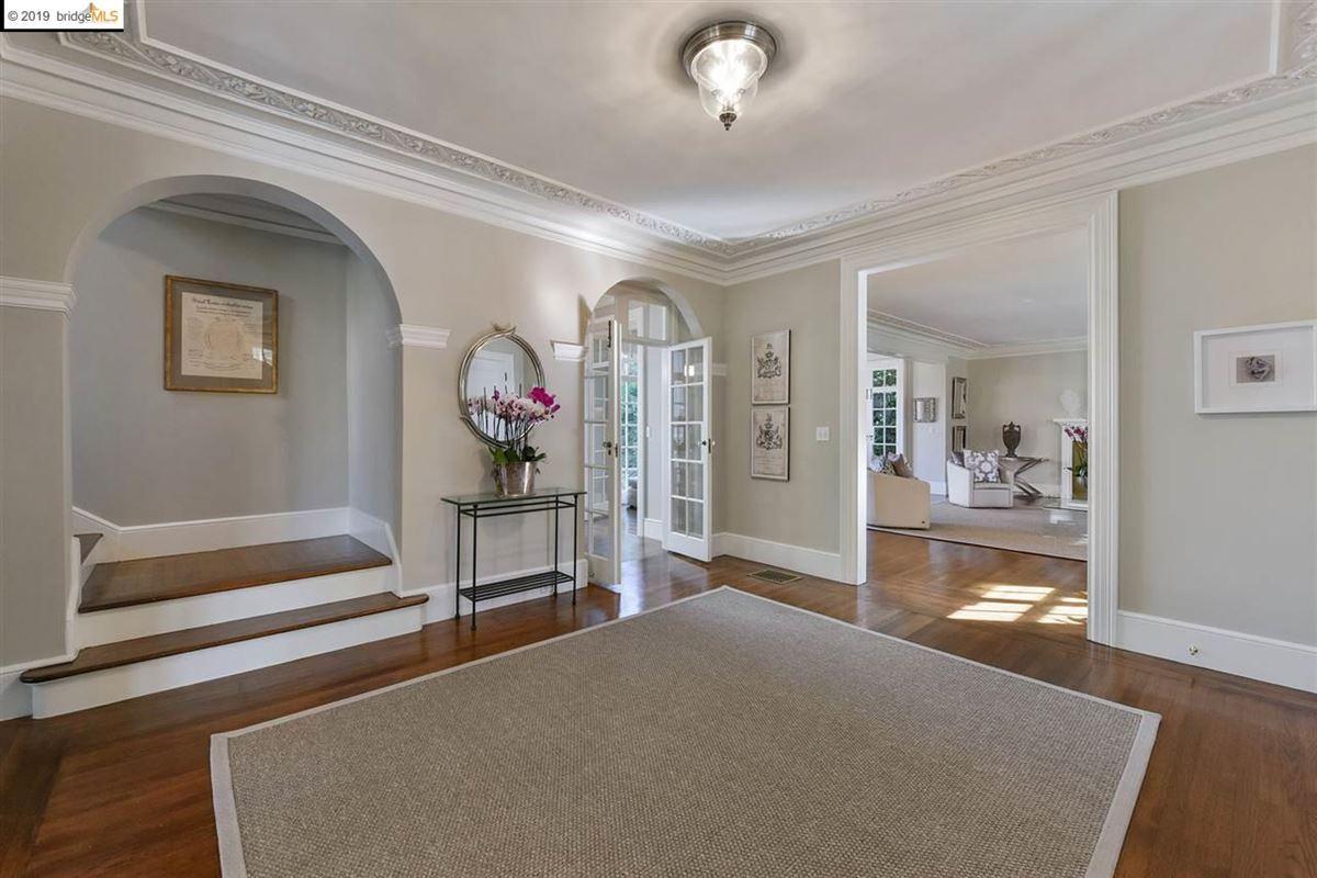 Stunning Albert Farr traditional home luxury homes