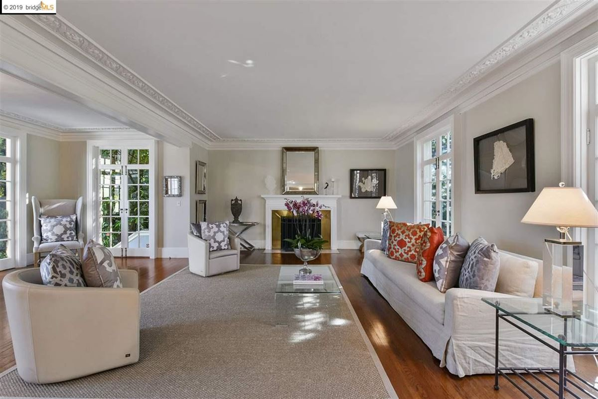 Luxury real estate Stunning Albert Farr traditional home