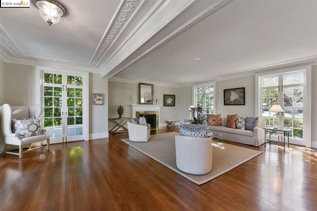 Stunning Albert Farr traditional home luxury properties