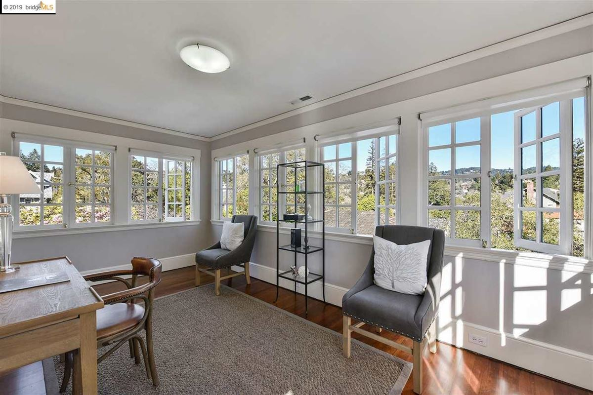 Mansions in Stunning Albert Farr traditional home