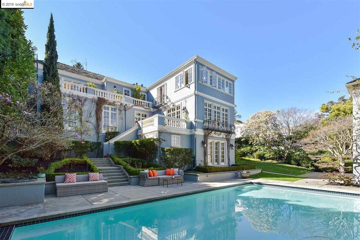Mansions Stunning Albert Farr traditional home