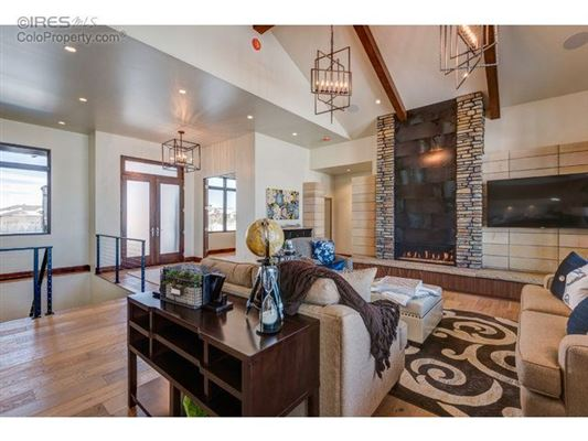 Luxury homes in exceptional home with modern aesthetic