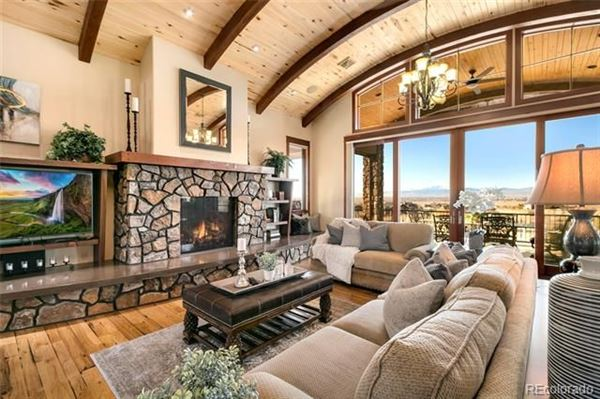 Luxury real estate Awesome high-end custom home