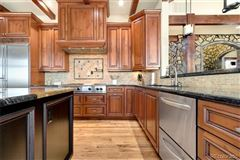 Luxury homes Awesome high-end custom home