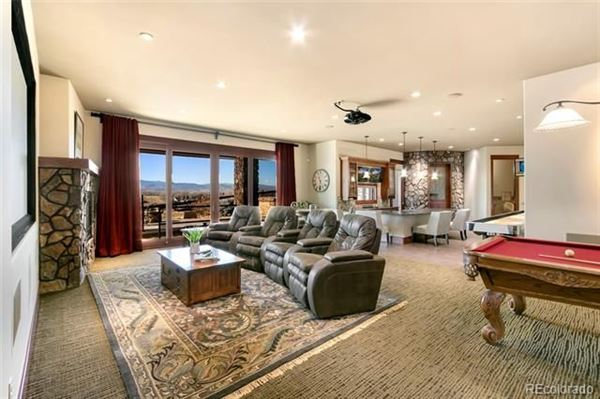 Luxury properties Awesome high-end custom home