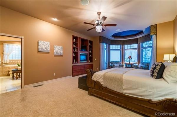 Luxury homes in comfort and luxury abound in this magnificent home