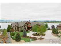Luxury homes in Unbeatable views of lake and mountain