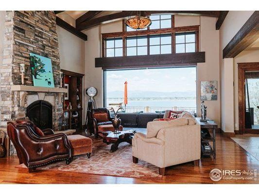 Luxury properties Unbeatable views of lake and mountain